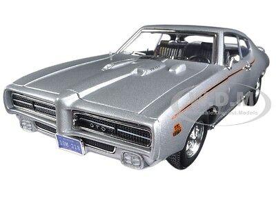 1969 Pontiac Gto Judge Silver Timeless Classics 1 18 Model Car By Motormax 73133
