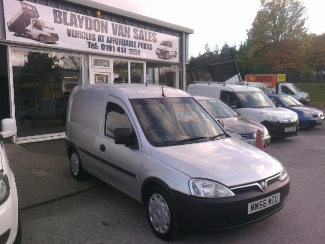 88eca473cd ( NO VAT ) 2007 56 reg Vauxhall Combo van 1.3CDTi 16v ( a c ) 2000 .( silver  )
