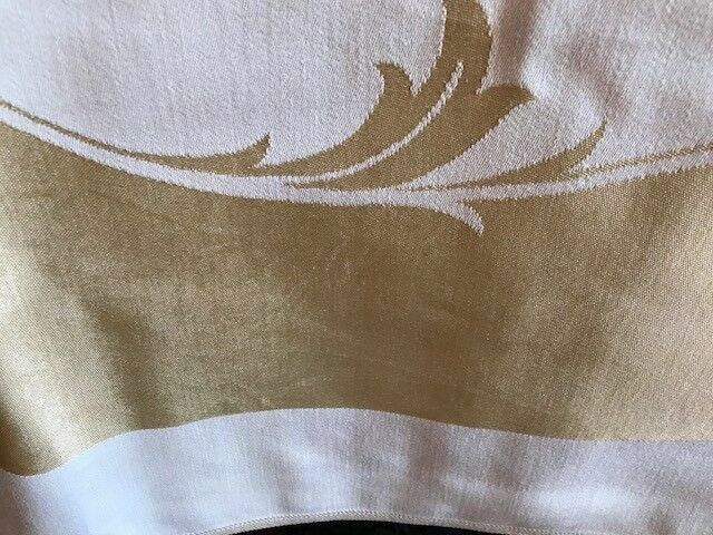 Silk Tablecloth w/8 Matching Napkins Gold/White Approx. 80