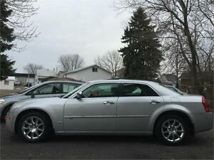 2008 CHRYSLER 300C NAVIGATION + HEMI + GARANTIE UN AN INCLUSE
