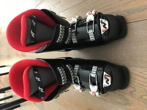 Pair of size 6 Ski Boots