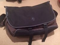 "Pakuma Chokora 17"" laptop bag in brown/black"