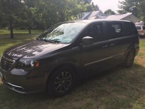 2015 Chrysler Town and Country Rare S Model Blacktop Package