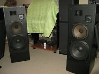 REALISTIC  T-110 2 WAY TOWER SPEAKERS