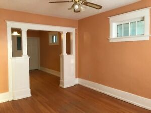 Downtown good area new renovated 3 rooms house
