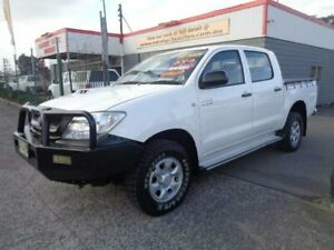 2010 Toyota Hilux KUN26R MY11 Upgrade SR (4x4) White 4 Speed Automatic Dual Cab Pick-up Sandgate Newcastle Area Preview