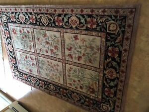 Area Rug feral patterned - Wool 6 by 8 ft very