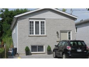 Room in a new house close to Brock and Niagara 1 min bus stop