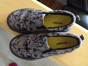 Kids Size 11 Slip On sneaker  Skull design- LIKE NEW