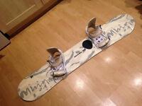 Womens Snowboard. Bindings, Boots & Carrier Bag