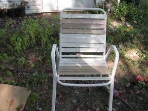 Chaise de métal