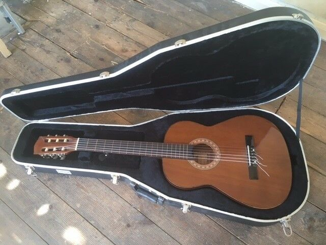 VINTAGE HOKADA ACOUSTIC GUITAR WITH SOLID CASE