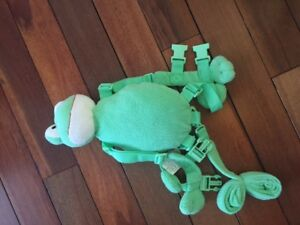 Frog Back Pack Leash