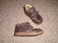 Clarks boys shoes size 5G-POST IT