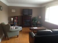 September Lease Available Quiet Room in Grad-student house   Qu