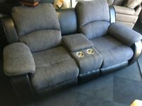 BLACK/GREY LEATHER/FABRIC 2+2 SEATER WITH CONSOLE CUP HOLDERS+STORAGE