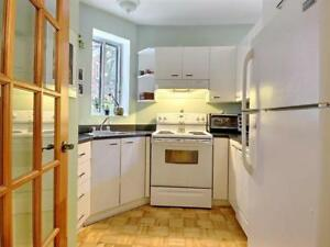 Female Only 5 1/2 condo mins to downtown, McGill, Concordia,UQAM