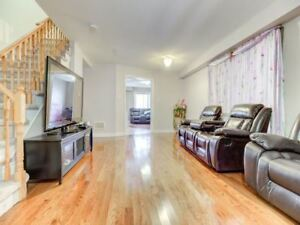 **Beautiful Semi-Detached hoise for sale in brampton**