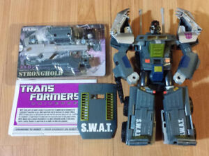 TRANSFORMERS CLASSICS UNIVERSE 2.0 ONSLAUGHT WITH STRONGHOLD MIB