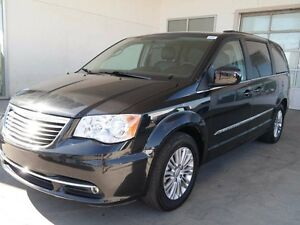 2015 Chrysler Town & Country TOURING, LEATHER, HEATED SEATS,