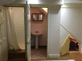 FULHAM: 2 Bedroom Flat - 5 min from Putney Bridge Near Tube Inclusive of Bills
