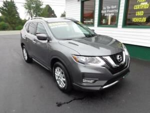 2017 Nissan Rogue SV w/ pano roof only $215 bi-weekly all in!