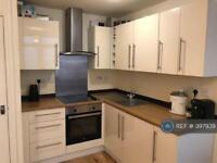 3 bedroom flat in Lewisham Way, London, SE14 (3 bed)