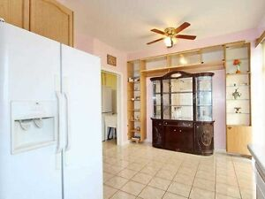 4 BED 3 BATH BIG HOUSE MAIN FLOOR FOR RENT
