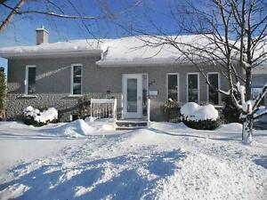 maison à vendre au 221 Av. de Falaise Alma G8B 7L7