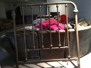 antique brass bed frame (double)