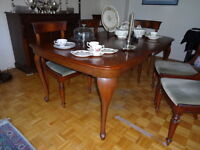 Antique Mahogany Dining Room Table with Six Chairs