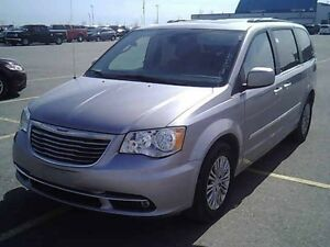2016 Chrysler Town & Country Touring *Ltr/Nav/DVD