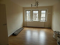 A Large 3 BEDROOM , Unfurnished Flat - 2E High Street, Johnstone, PA5 8JY