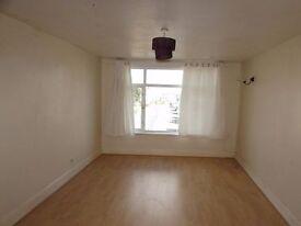 Spacious 2 Bedroom Flat To Let - Brockhurst Road Gosport - New Flooring - Immediately Available
