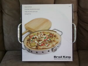 BROIL KING BARBEQUE PIZZA MAKER, NEW IN THE BOX GREAT FOR A GIFT