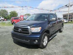 2011 Toyota Tundra SR5...5.7L...V8 WITH 4X4. LONG BOX