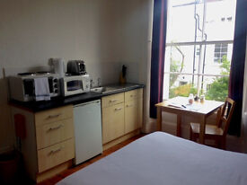 Lovely kitchenette available for 3 month stay in Clifton