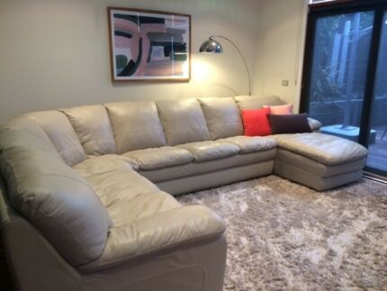 CREAM LEATHER MODULAR LOUNGE SUITE IN PERFECT CONDITION