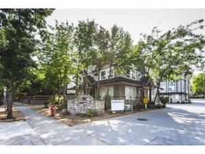 Beautifully Renovated 3Bed+Den Townhome - Brent Roberts Realty