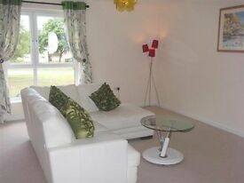 Spacious luxury 2 bedroomed flat with ensuite & separate bathroom, TV, wifi, car space, furnished.