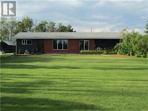 5 BEDROOM HOUSE WITH ACREAGE FOR SALE