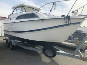 Bayliner 246 DIscovery with 17 hours, stunning condition!