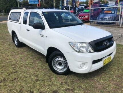 2010 Toyota Hilux GGN15R 09 Upgrade SR White 5 Speed Automatic Dual Cab Pick-up Dapto Wollongong Area Preview