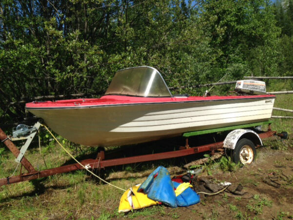 Used 1985 Other 14 FOOT FIBREGLASS VOYAGEUR BOAT