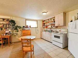 Queen Alexandra Room Rent - Near University, 109 St, Whyte Ave
