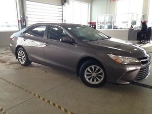 2016 Toyota Camry LE, Back up Cam, Bluetooth, USB/AUX input