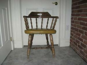BEAUTIFUL OLD VINTAGE SOLID WOOD PUB-STYLED CAPTAIN'S CHAIR