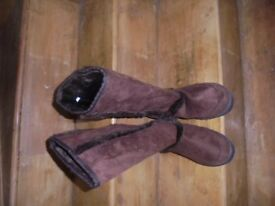 BN - Unbranded - Chocolate with faux fur lining Boots. Excel Cond.