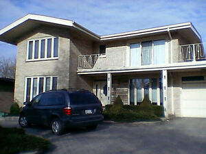 Bachelor Apartment steps from McMaster University