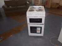 NEW GRADED SWAN SX2011W 50CM,FREESTANDING,TWIN CAVITY ELECTRIC COOKER,4 SOLID PLATES, WHITE RRP £269